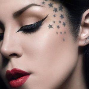 tatuajes para mujeres en el rostro