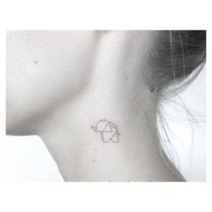 tatuajes para mujeres en el cuello